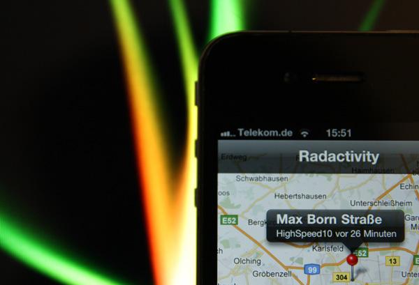 Im Kundenauftrag für Brainbuxx LTD & Co. KG entstand die Blitzer-App Radactivity, mit der man ganz einfach Blitzer im vorher festgelegten Radius per Push gemeldet werden.